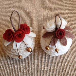 palline di natale lana ferri decorazione fiori