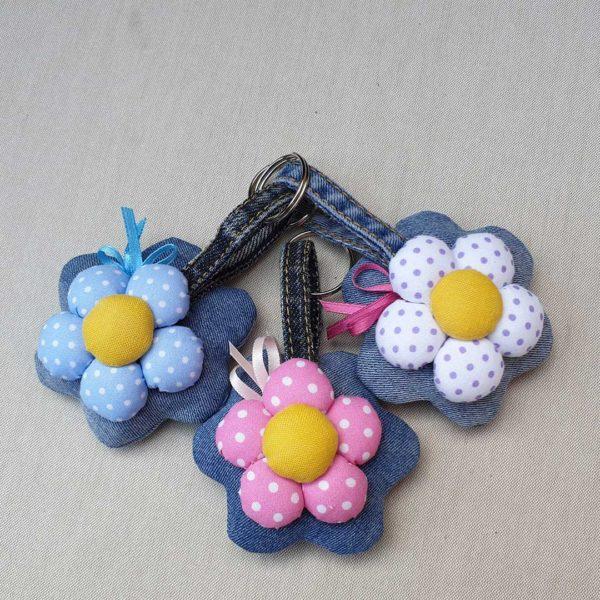 Portachiavi jeans fiore fatto a mano