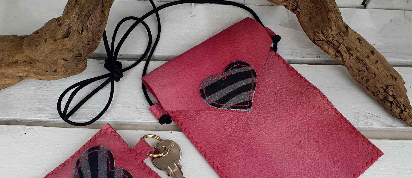 Porta cellulare e portachiavi leather